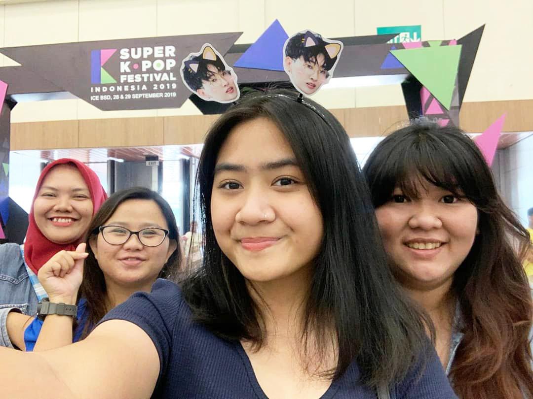 Cewek IGO Selfie Cantik Penggemar korea
