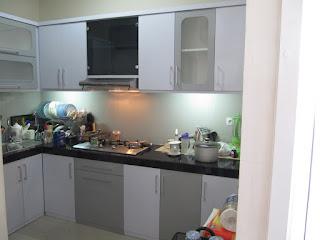 Semarang Furniture - Kitchen Set Panjang 4,5 Meteran Warna Putih Abu Abu Monokromatik