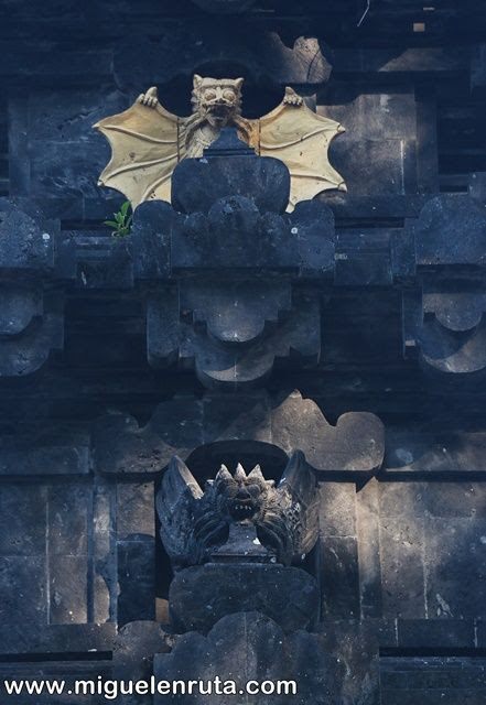 Murciélagos-piedra-Pura-Goa-Lawah