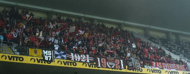 Sobre el maltrato -ya demasiado habitual- a los adeptos del Braga en no pocos de los estadios que visitan (estadio do Bessa, ahora también)