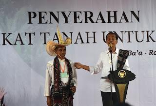Presiden Bagikan 700 Sertifikat di Kabupaten Paling Selatan RI
