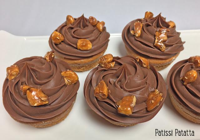 recette de muffins cranberries et chocolat, muffins aux cranberries, muffins mascarpone, muffins gourmands, muffins très moelleux, ganache chocolat caramel, amandes caramélisées, comment caramélisées des amandes, recette amandes caramélisées, patissi-patatta