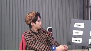 Dipanggil Mas Radit, Gantengnya Idol KPop Lee Jin Hyuk Pakai Blangkon & Lurik