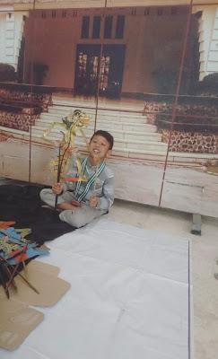 Bermain wayang di Pojok Komunitas Dalang Cilik Festival Dongeng Surabaya 2019