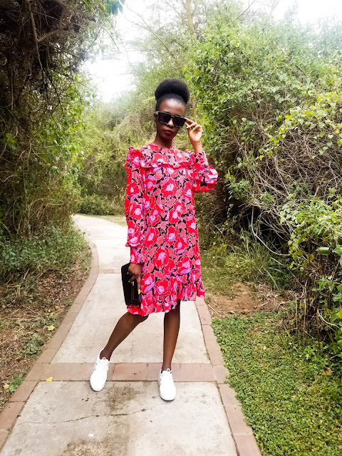 How To Wear A Floral Shift Dress With White Sneakers