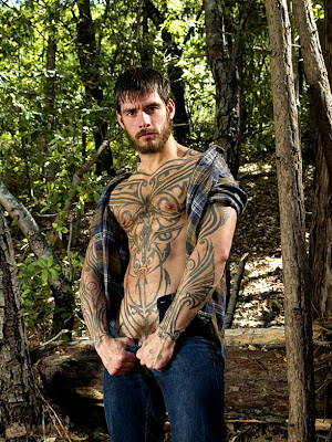 http://pagepakomx.blogspot.com/2011/02/modelo-logan-mccree-tattoed-man.html