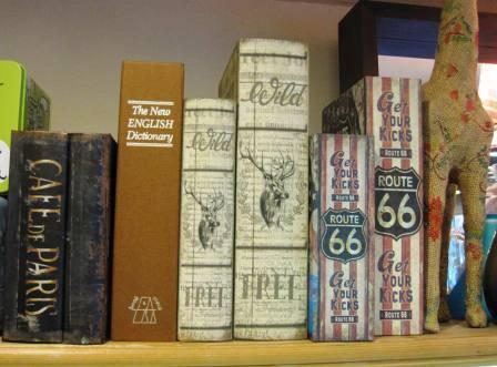 Caja fuerte diccionario inglés. Cajas libro varias.