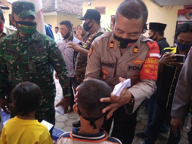 Polsek Gumukmas dan Komunitas BG  Santuni Anak Yatim