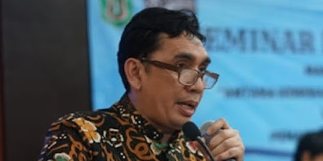Azmi Syahputra: Ari Kuncoro Seharusnya Juga Mundur Dari Jabatan Rektor UI