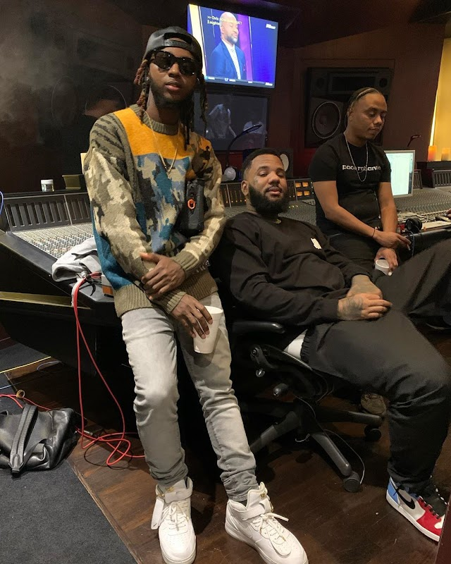 YOUNG6IX PICTURED WITH THE GAME IN THE SAME STUDIO