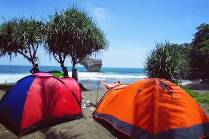 Camping di Pantai Jawa Barat