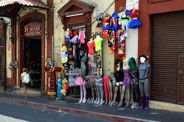La tienda de disfraces de Morrow | Máximo Cerdio [México]