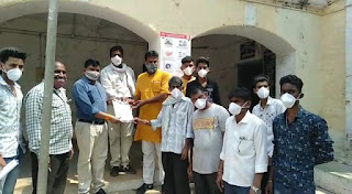 संतराम धौलपुरे वाल्मीकि समाज के विदिशा जिले की मुरवास पंचायत के सरपंच की निर्मम हत्या के संबंध में सौपा ज्ञापन