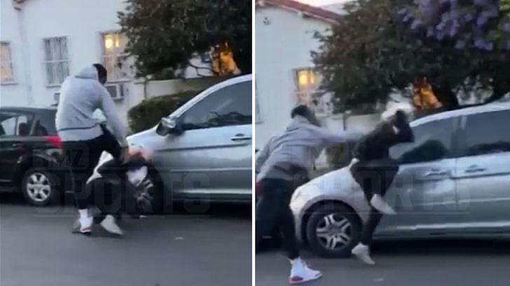 ΒΙΝΤΕΟ - Ο Αφροαμερικανός Star του NBA J.R.Smith σαπακιάζει στο ξύλο μια λευκή διαδηλώτρια, που «διαδηλώνοντας κατά του ρατσισμού που υφίστανται οι Αφροαμερικανοί», είχε προηγουμένως βανδαλίσει το αυτοκίνητο του. Κωμικοτραγικό