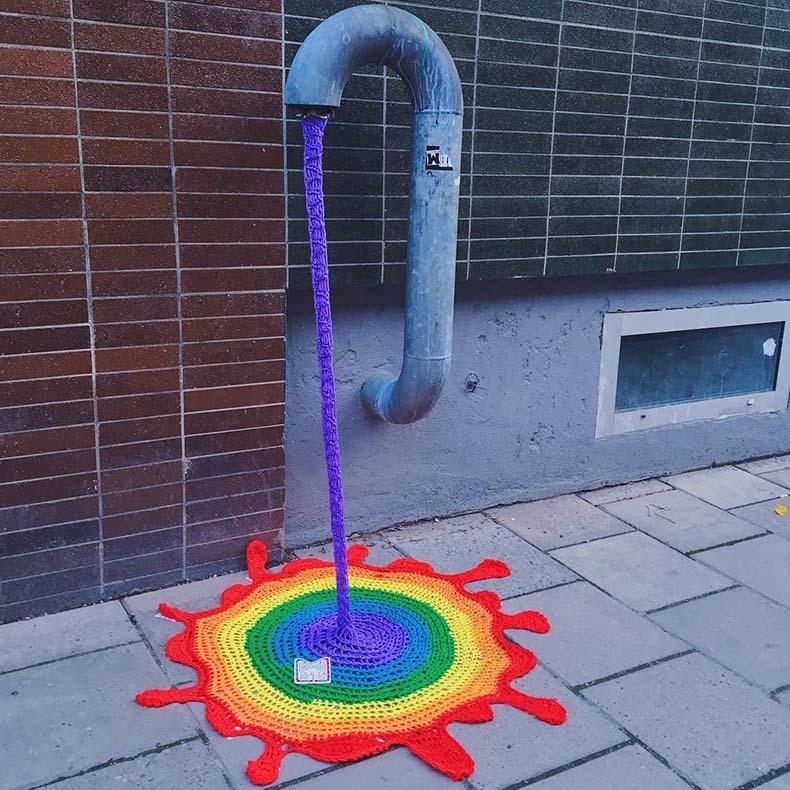 Guerrilla de crochet de Julia Riordan añade un toque de color a las calles de Estocolmo