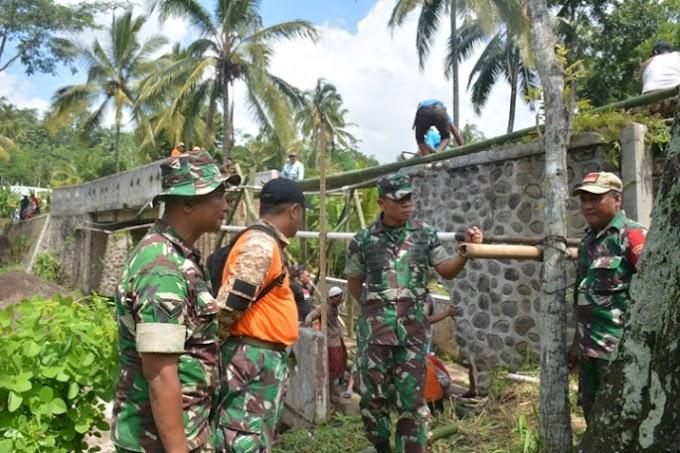 Jembatan Ambruk  Desa Klungkung , Tanggap Bencana BPBD Besenergi TNI dan Masyarakat  Warga Lega.