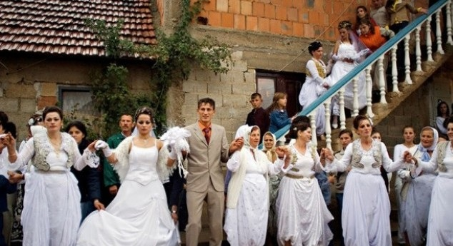 Serbian wedding with the Albanian bride