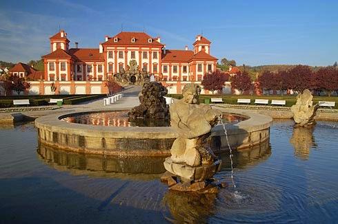 [Resim: Schloss_Troja.jpg]