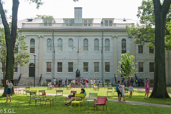 ¿Cual es la universidad mas antigua de EEUU? Universidad de Harvard