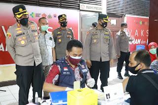 Tekan Pertumbuhan Covid 19, Polres Pelabuhan Makassar terus lakukan Vaksinasi Massal