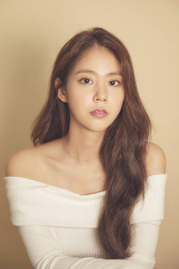 Han Seungyeon, YGX ile anlaşma imzaladı