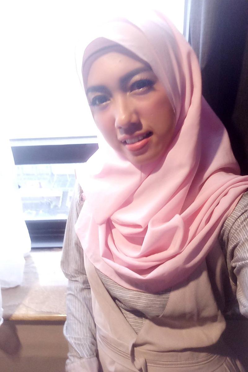 Cewek IGO jilbab Cantik folia kota semarang jawa tengah