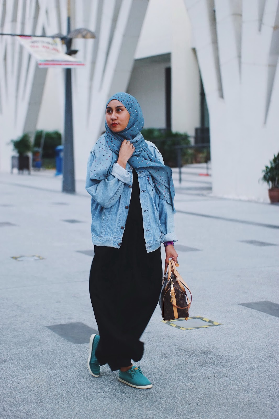 Style Hijab With Jeans Jacket