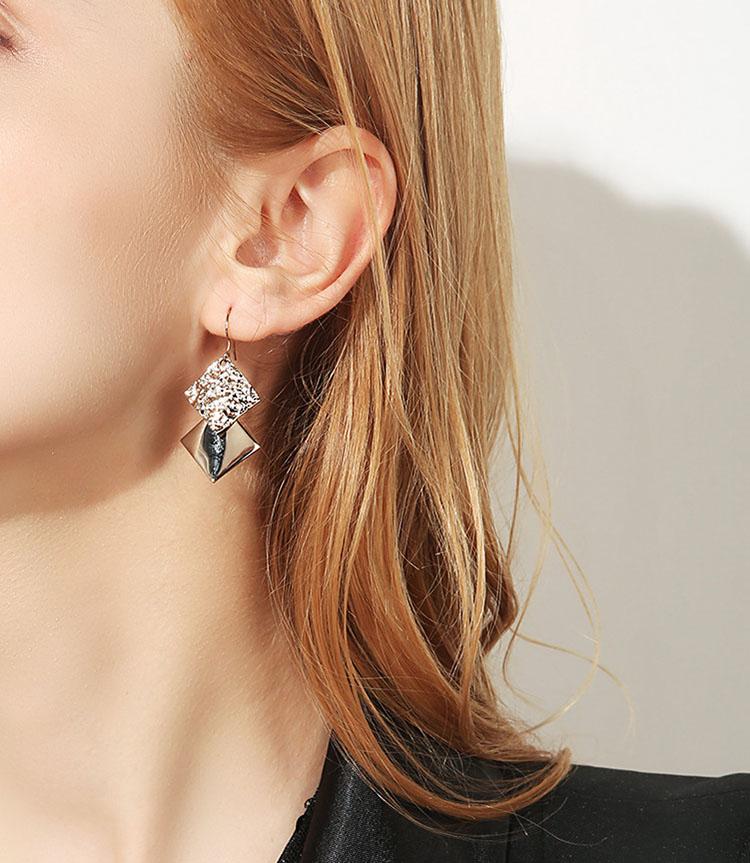 時尚咖啡金屬風耳環