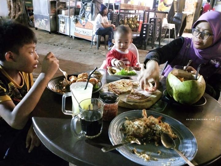Tomyam Dalam Kelapa Muda Restoran Miker Padang Ipoh