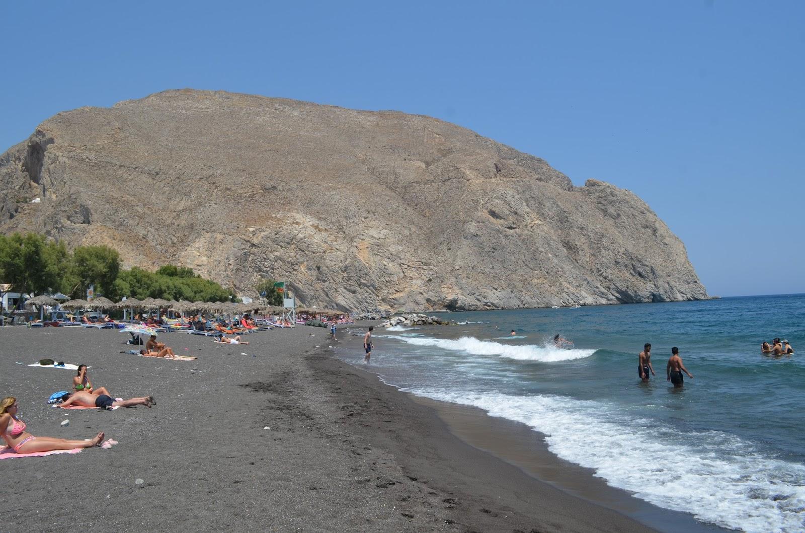 Praia de areia preta? Também existe, venha saber onde fica