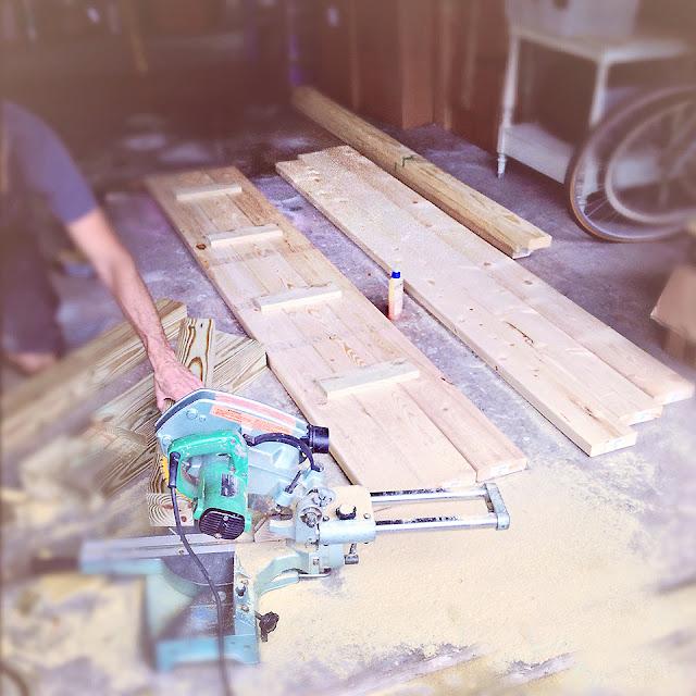 beachy-distressed-wood-table-diy