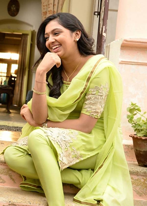 Lakshmi Menon Hot Images|Wallpaper|Photos 2016 | FilmjagatLakshmi Menon In Raghuvinte Swantham Rasiya