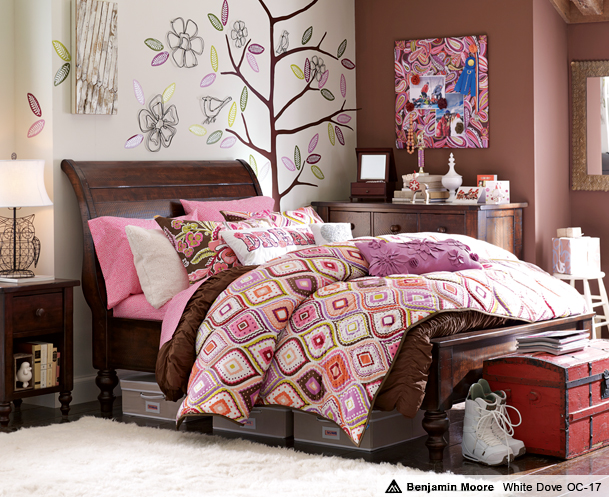 teen bedroom girls idea space saver design decor brown pink colorful flowery quilt bedding wall decal memo board design color study nook trundle bed trunk shelf pretty inspiration