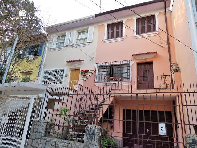 Vista ampla de dois assobradados antigos na Rua Loefgren - Vila Clementino - São Paulo