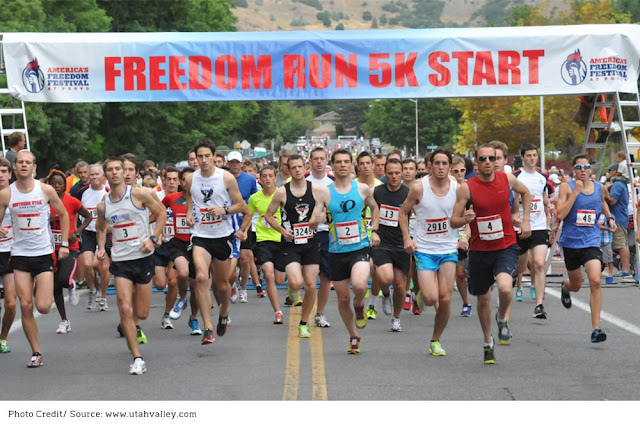 runners taking off from the start of the Freedom Run 5k