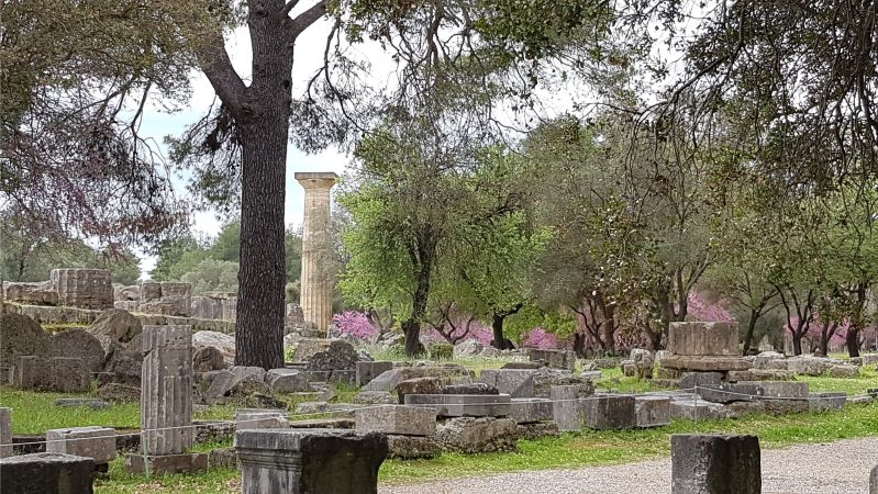 Säule der Zeusstatue Olympia