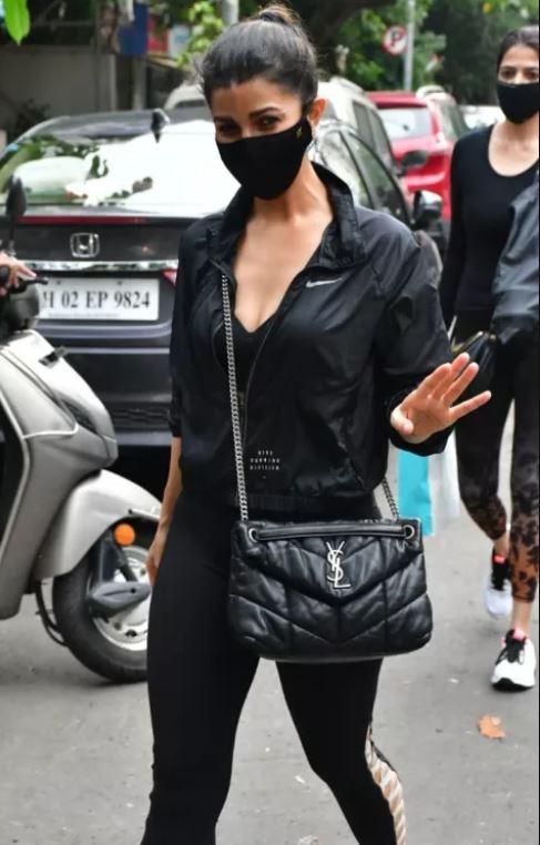 निमरत कौर ब्लैक ड्रेस