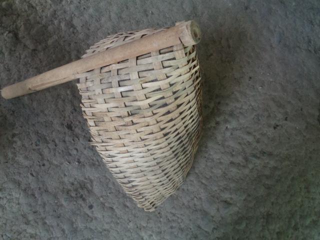 pengki bambu alat kebersihan untuk membuang sampah