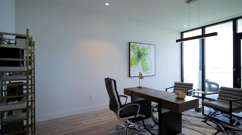 61 Photos vs. Tour 4844 S Harbor Dr, Vero Beach, FL Luxury Home Interior Design