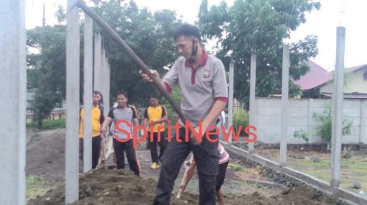 Kapolsek Marbo, Pimpin Personilnya Kerja Bhakti di Lingkungan Kantor