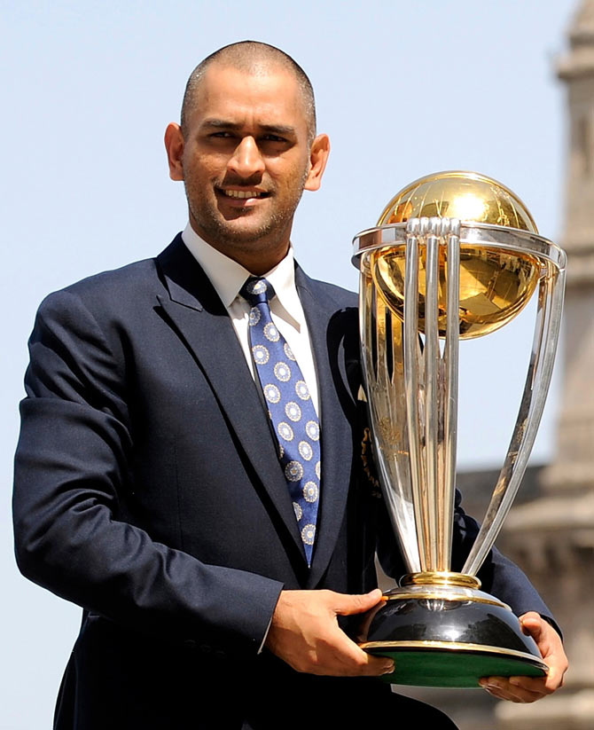 MS-DHONI-WITH-WORLD-CUP-2011