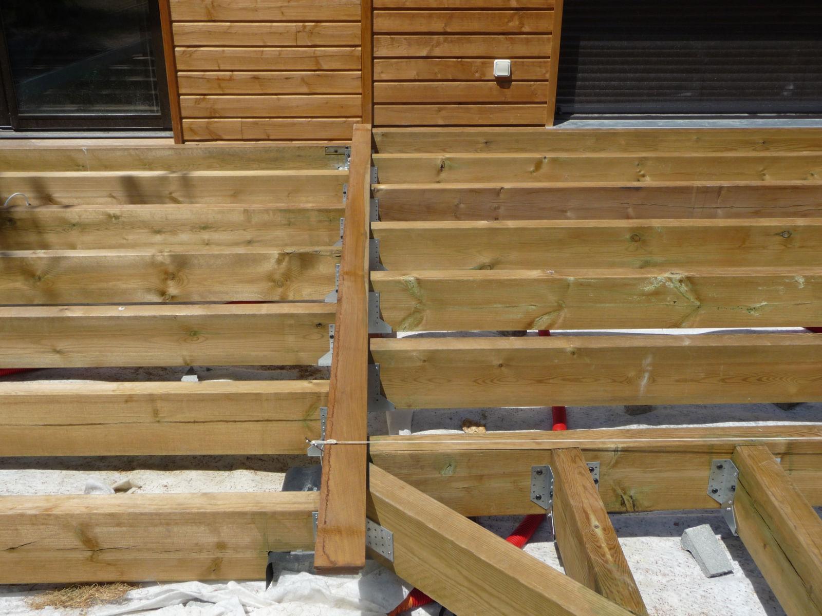 la pose des lames de bois construire sa terrasse en bois sur plots en b ton. Black Bedroom Furniture Sets. Home Design Ideas