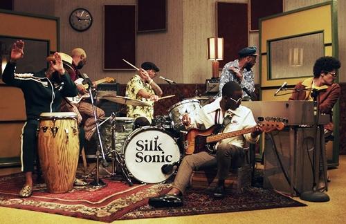 Leave The Door Open - Bruno Mars & Anderson Paak & Silk Sonic Lyrics