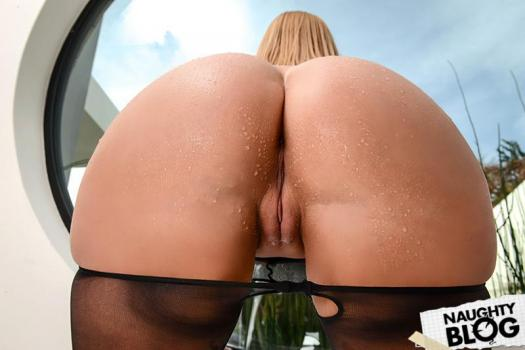 Big Wet Butts – Brooklyn Chase: Nice Nylons