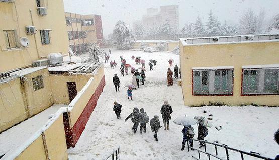 طلاب يتغيبون بالسويداء بسبب البرد في ظل انعدام التدفئة والنقص الحاد في مادة المازوت؟