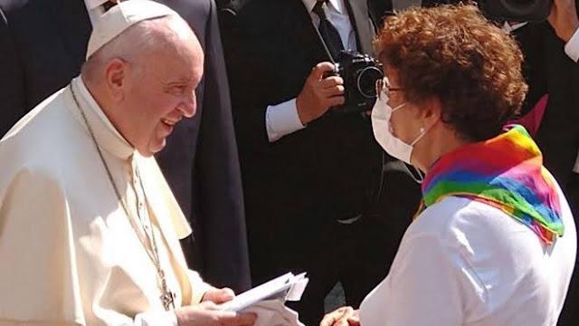 Mengejutkan, Paus Fransiskus Minta Hubungan Sesama Jenis Dilegalkan