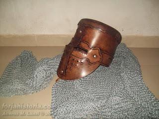 yelmo medieval de cuero