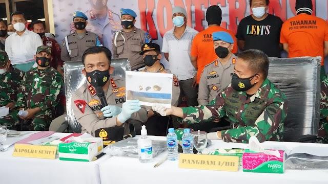 Kapolres Simalungun Dampingi Kapoldasu Bersama Pangdam I/BB Pimpin Konfrensi Pers Pengungkapan Kasus Marsal