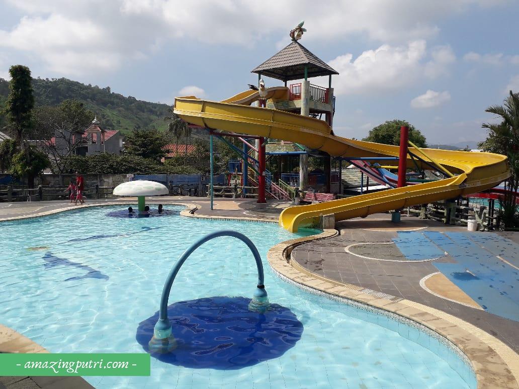 Berenang di d'Mermaid Tirtayasa Waterpark