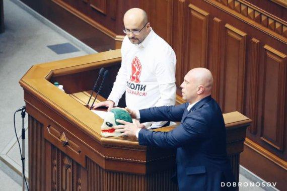 "Разумков ""взув"" Киву"